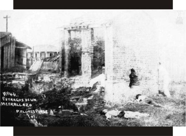44.- Otra foto falsa del enfrentamiento armado entre mexicanos y estadounidenses. Esta espacio les sirvio de escenario para tomas, incluso semanas o meses después de la invasión. El rótulo es más que contundente: