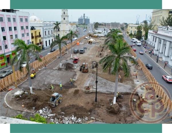 Plaza de la República destruida en 2014. Se esta construyendo otra pegada a los edificios de la Aduana y Correos. Foto: Al Calor Politico.