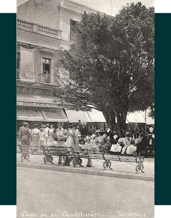 Núm.20.- Plaza de la Constitución. En el reverso tiene un mensaje manuscrito con la fecha 15 de febrero de 1913. Editor: Rieken y Martínez Sucr.